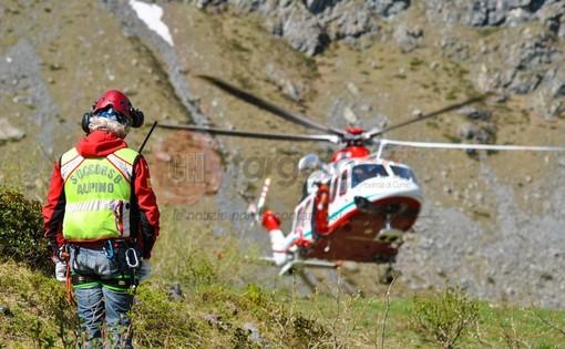 Escursionista in difficoltà sul Corborant a Vinadio: recuperato illeso dall'elicottero del 118
