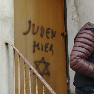 La scritta antisemita comparsa a Mondovì