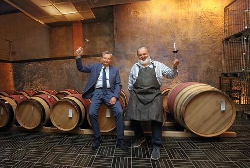 Nella foto di Bruno Murialdo il vicepresidente della Fondazione Crc Ezio Raviola e il presidente del Consorzio di Tutela Barolo Barbaresco Matteo Ascheri