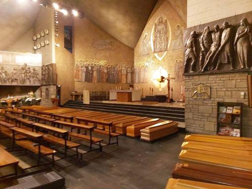 Foto postata su Facebook a metà marzo da alcuni sindaci del Cuneese con le bare delle persone decedute per coronavirus e allineate in una chiesa di Bergamo in attesa della cremazione
