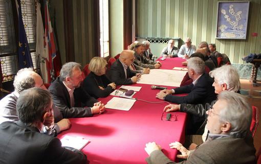 Amministratori riuniti ieri ad Alba per la firma del documento