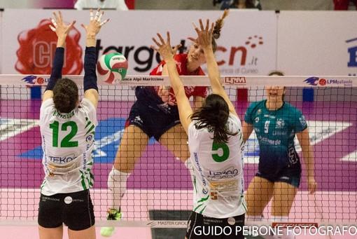 Una immagine del match tra Mondovì e Vallefoglia (foto Guido Peirone)