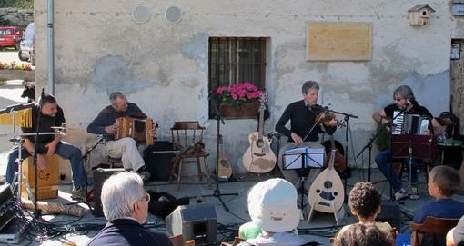 Stroppo: il gruppo musicale l'Estorio Drolo presenta il suo nuovo album