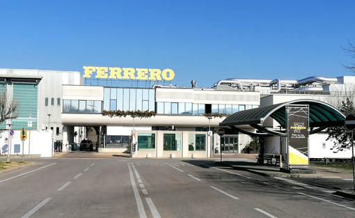 L'ingresso dello stabilimento albese della Ferrero (archivio)