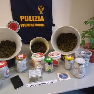 La sostanza sequestrata durante la perquisizione a Fossano