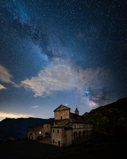 Foto di Lorenzo Martini, Castelmagno sotto le stelle pubblicata da Cristina Giordana su Instagram (loves_united_piemonte)