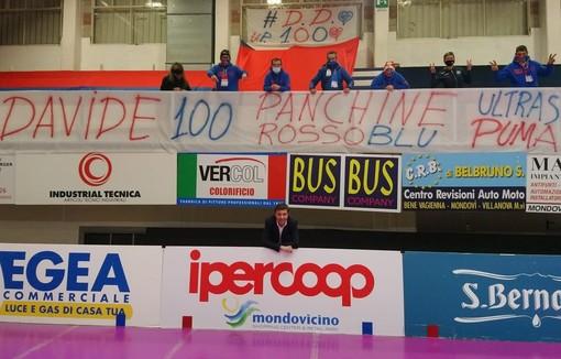 Il tributo dei tifosi per l'allenatore Davide Delmati