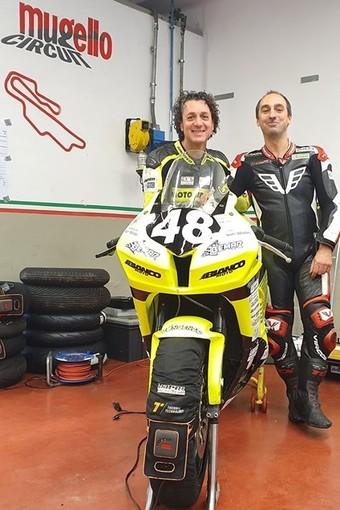 Francesco Curinga e Stefano Bonetti dietro alla Honda CBR del Bemar Racing Team