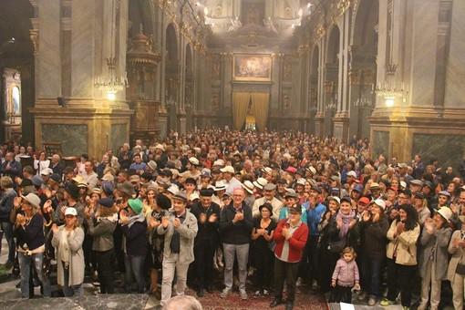 Uno chapeau collettivo per D. Monsignor Derio salutato dalla sua comunità