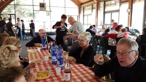 A Fossano messa e pranzo con gli ospiti del Monsignor Signori Provvidenza per don Olivero