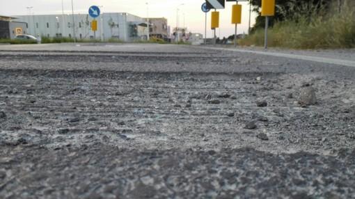 Ci sono tre profondi solchi in entrata: ancora polemiche sulla rotonda di via Chiarini a Fossano