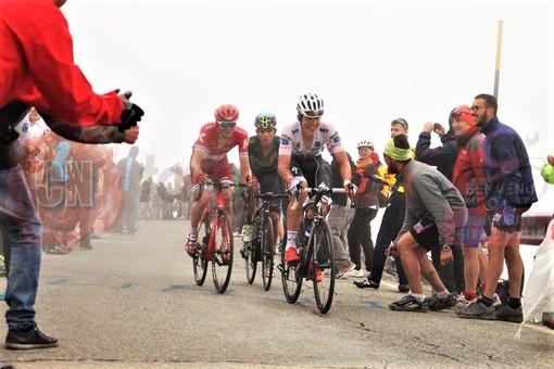 Maggio 2016: il passaggio del Giro d'Italia sul Colle dell'Agnello