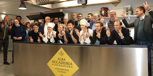 Foto di gruppo per i partecipanti all'incontro tenutosi ieri nella sede di Alba Accademia Alberghiera