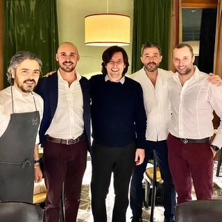 Nella foto di apertura, da sx: Chef Matteo Baronetto, Francesco Giovannacci, Luca, il proprietario del Miramonti, Chef Davide Palluda e Lorenzo Giovannacci