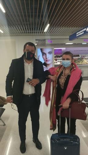 Gianna Gancia e Matteo Salvini si incontrano in aeroporto