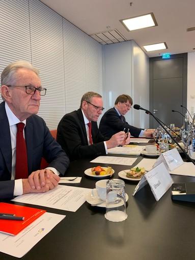 Ghisolfi (vicepresidente e tesoriere), Schleweis (presidente) e De Noose (direttore) durante l'incontro dell'ESBG a Berlino