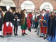 Saluzzo, l'omaggio alla castellana di Gianduia