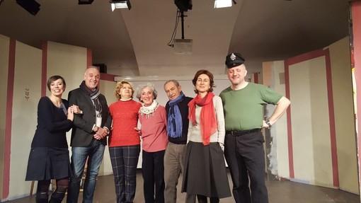 Saluzzo, Tdm, il cast della Compagnia La Scossa   in scena ne Il Cappotto