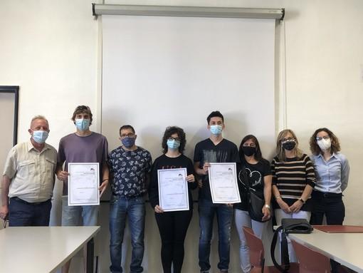 Al Cravetta-Marconi di Savigliano, tre studenti ricevono le borse di studio in ricordo del compagno di classe Gregory Guarnieri