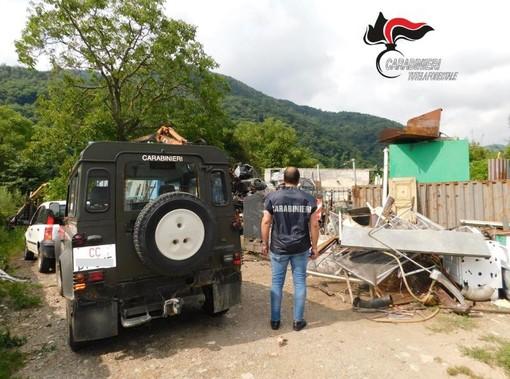 Oltre 8 mila metri quadrati di discarica illegale a Dronero: indagati padre e figlio (FOTO)