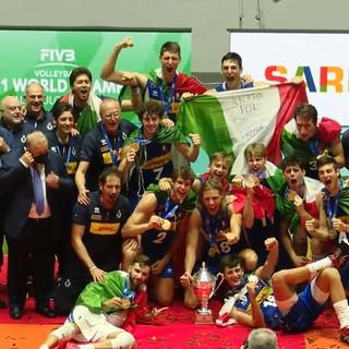 Nicola Cianciotta e l'Italia che festeggia la conquista del titolo di Campione del Mondo Under 21