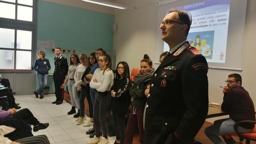"""""""Promuovere la cultura della legalità"""": alunni del Soleri Bertoni di Saluzzo a lezione dai carabinieri"""