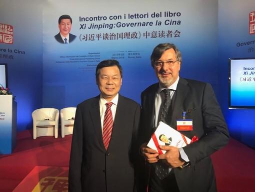 Il sindaco Luigi Genesio Icardi col ministro dell'Istruzione cinese Du Zhanyuan