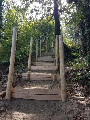 """Vezza d'Alba: operai forestali al lavoro sulla prima Tappa della """"Strada Romantica"""""""