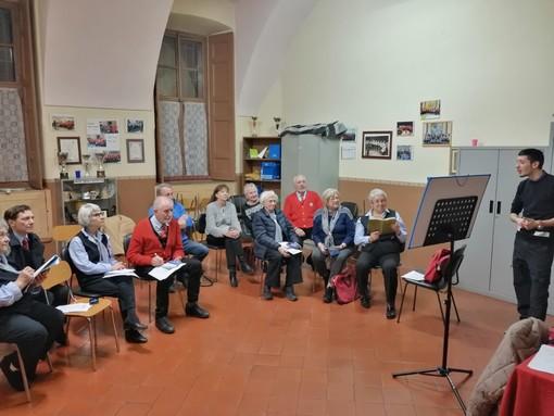 Cuneo, al Centro Incontri Anziani di via Vaschetto un corso di formazione sull'uso degli smartphone