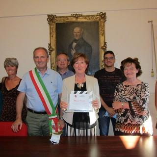 Tarantasca: consegnata la targa celebrativa alla maestra Marisa Osenda