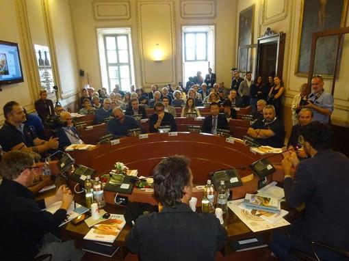 A Bra, la bella storia di Inalpi e del suo impegno a favore dell'integrazione, raccontata nella Sala Consiliare del Comune (Foto)