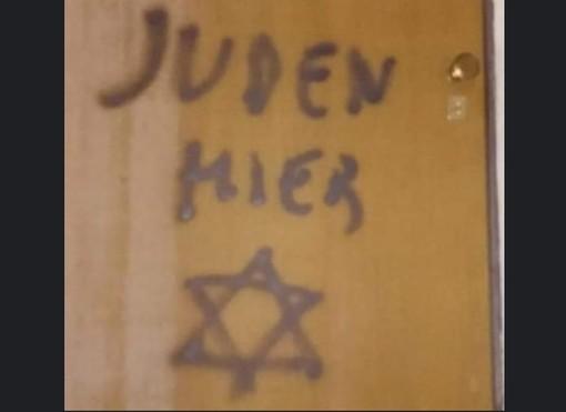 """Gesto antisemita a Mondovì: stella di David e scritta """"Juden Hier"""" sulla porta di casa del figlio di Lidia Rolfi"""