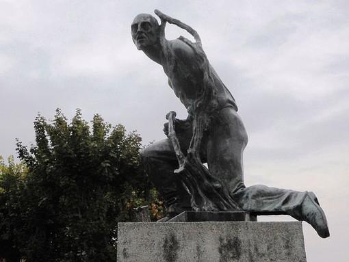 L'opera del Munciguerra, fotografata prima dei lavori che nel corso del 2018 interessarono il belvedere
