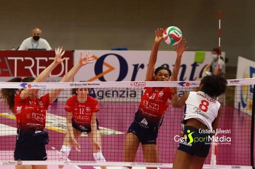 La Shields (Volley Soverato) in azione contro Mondovì (foto Cristiano Silvestri)