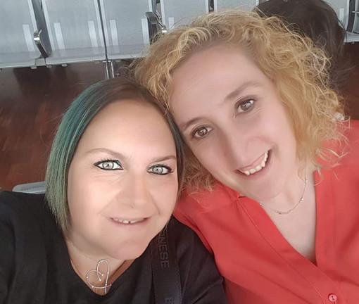 Lidia con l'amica Alessandra, tra i firmatari della lettera in ricordo della compianta infermiera