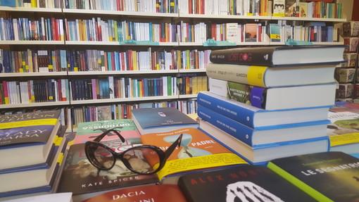 Al Caffè Letterario di Bra si parla del libro 'Sassi e sacrilegi' di Marco Iacona con il musicista Paolo Paglia