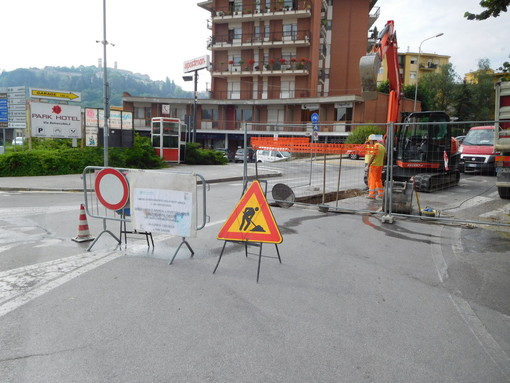 "Mondovì, lavori del traverso in via Luigi Einaudi: chiusura programmata entro i ""Doi Pass"""