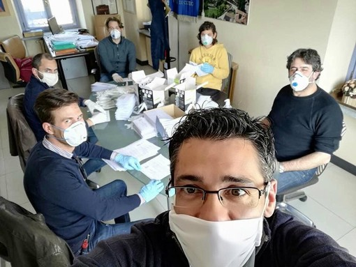 Livio Genesio e l'amministrazione di Monforte al lavoro per la distribuzione delle mascherine