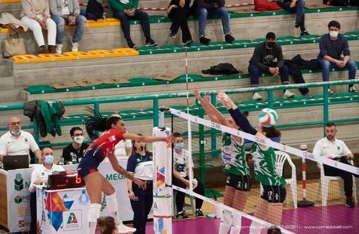 Un attacco di Hardeman nel match giocato all'andata contro il Vallefoglia (foto Corrado Belli)