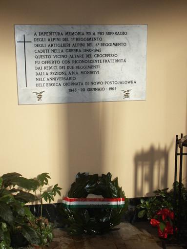 La lapide a ricordo di Nowopostojalowka presso la Chiesa del Sacro Cuore di Gesù
