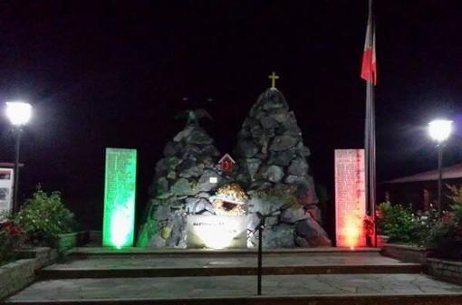 Il monumento di Martiniana Po illuminato a nuovo