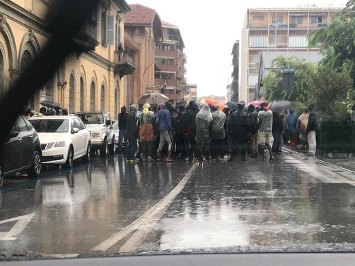 Un momento della protesta di ieri a Saluzzo