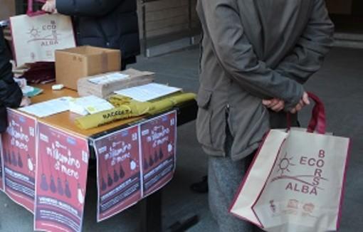 """Ad Alba diverse iniziative per """"M'illumino di meno"""": alle 18.30 si spengono le torri di piazza Risorgimento"""