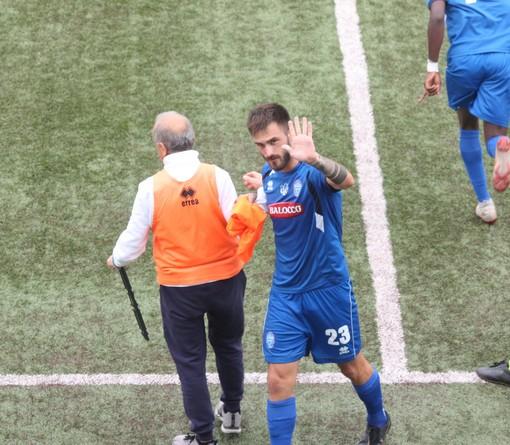 Lorenzo Mitta applaudito al momento della sostituzione