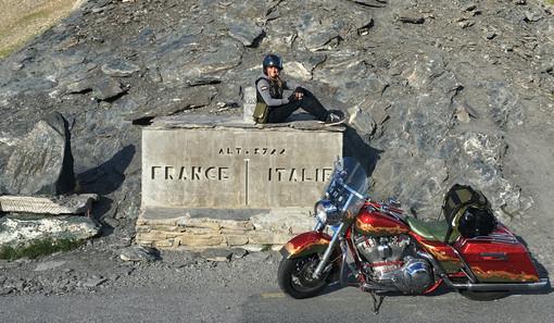 Monica Dorigatti, alias Cromilla, in vetta al Colle dell'Agnello
