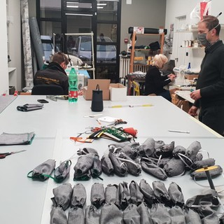 Cuneo, riconversione aziendale ai tempi del Covid19: da tende pregiate a preziose mascherine (VIDEO)
