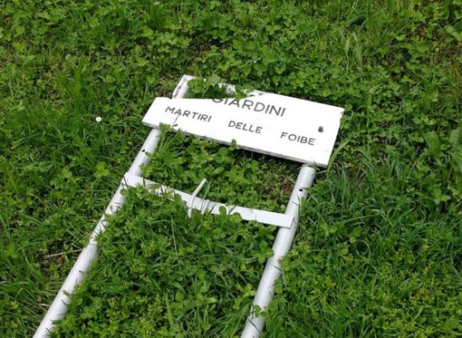 Mondovì, danneggiata la targa dedicata ai martiri delle Foibe