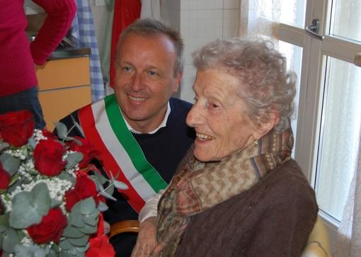 Mondovì: Maria Fissore festeggia i suoi 100 anni in compagnia del sindaco