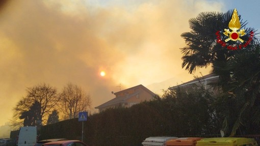 A fuoco le pendici del Musinè, nel torinese: sul posto anche i vigili del fuoco della Granda