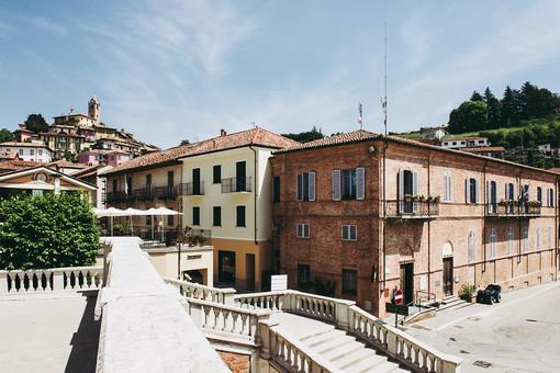 Il borgo di Monforte e il sindaco Livio Genesio nel fotoservizio firmato da Barbara Guazzone